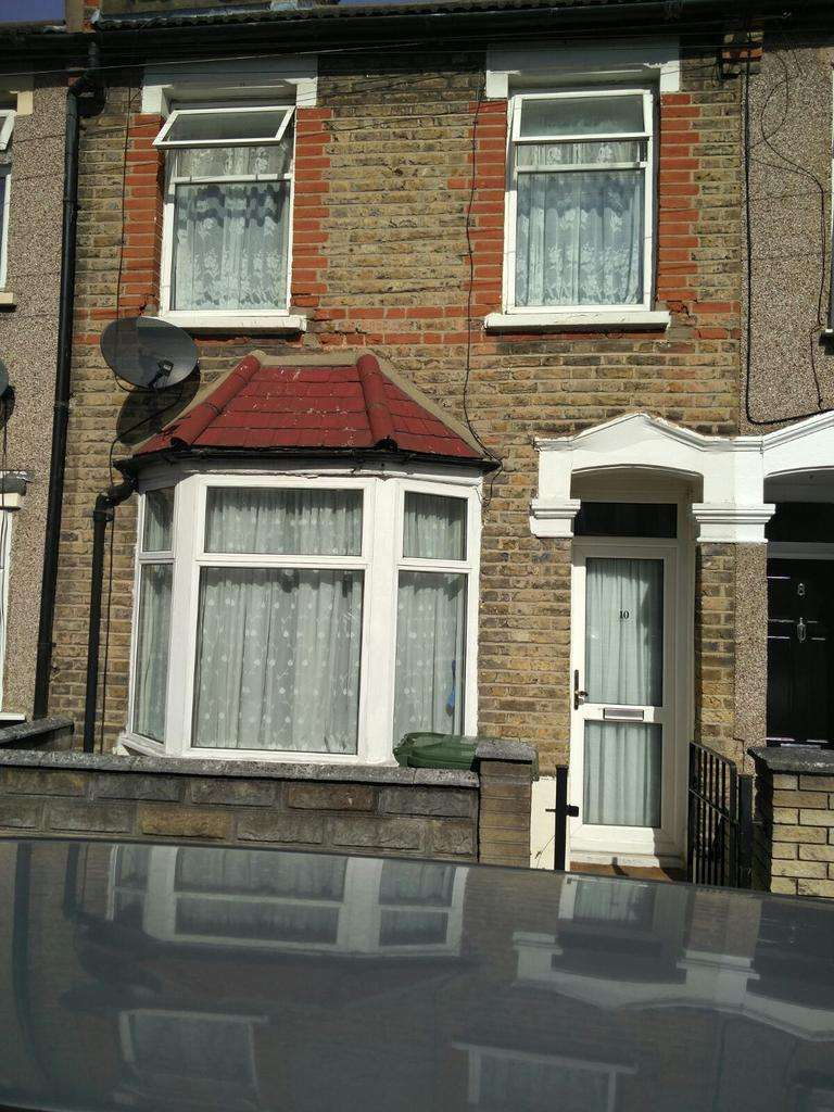 2 Bedrooms Terraced House for sale in SELBY ROAD, PLAISTOW, LONDON E13