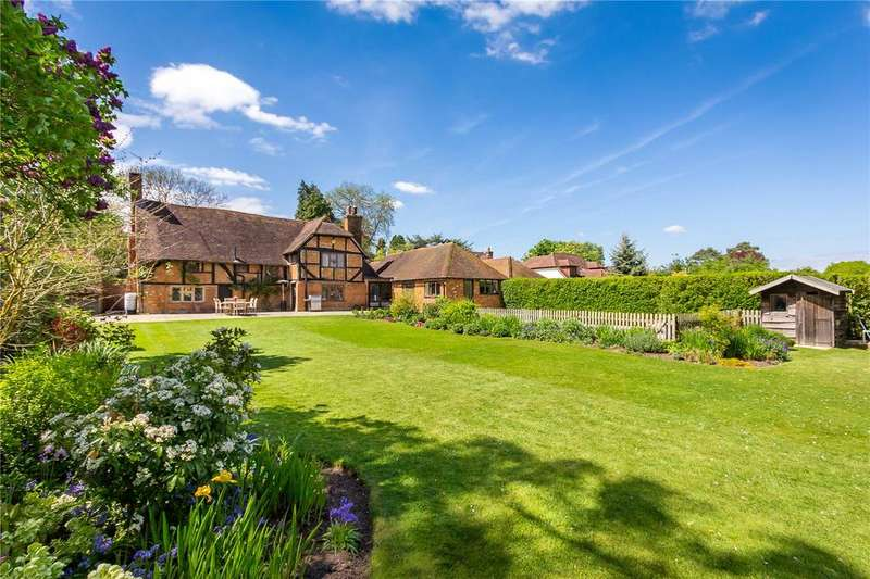 4 Bedrooms Detached House for sale in Frog Grove Lane, Wood Street Village, Guildford, Surrey