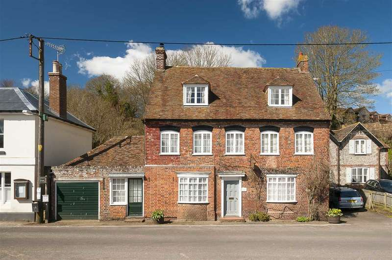 4 Bedrooms Detached House for sale in Lyon House, The Street, Canterbury