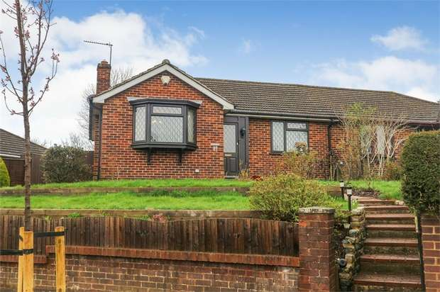 2 Bedrooms Detached Bungalow for sale in Birdhill Avenue, Reading, Berkshire