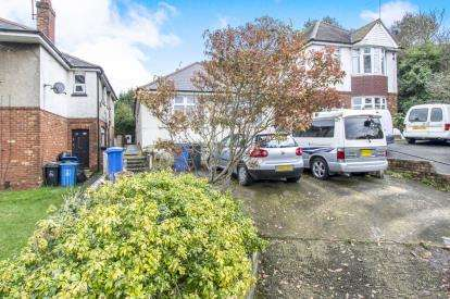 3 Bedrooms Bungalow for sale in Poole, Dorset