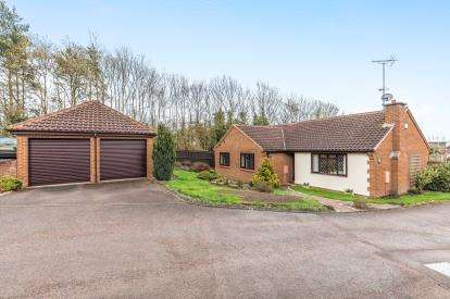 4 Bedrooms Bungalow for sale in Oaklands, East Worcester, Worcester, Worcestershire
