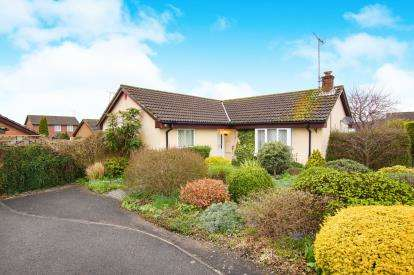 3 Bedrooms Bungalow for sale in Squires Leaze, Thornbury, .