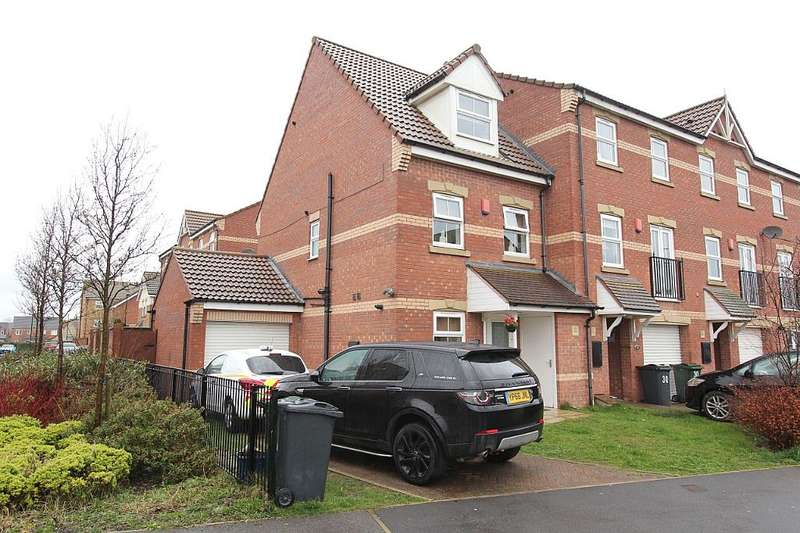 3 Bedrooms Town House for sale in Knavesmire Avenue, Dinnington, Sheffield, South Yorkshire, S25 3RP