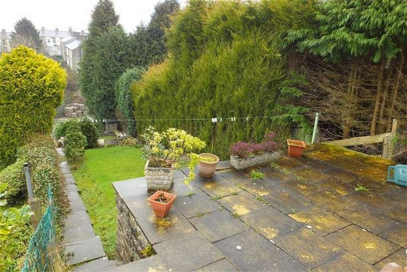 2 Bedrooms Terraced House for sale in Taylor Street, Barnoldswick, Lancashire, BB18