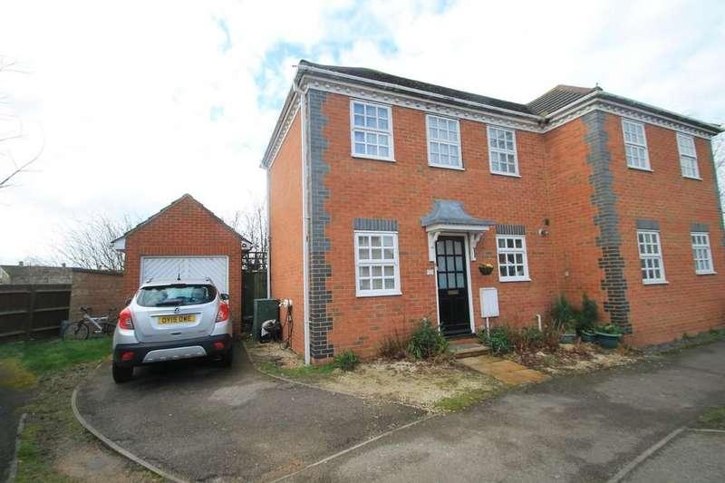 2 Bedrooms Semi Detached House for sale in Lark Vale, Watermead, Aylesbury
