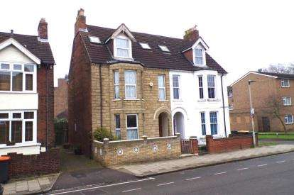 6 Bedrooms Semi Detached House for sale in Spenser Road, Bedford, Bedfordshire