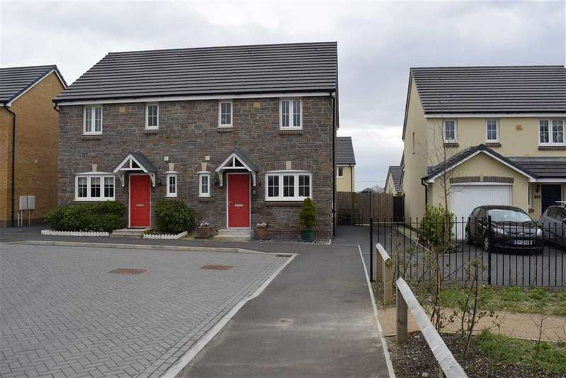 3 Bedrooms Semi Detached House for sale in Castleton Grove, Haverfordwest