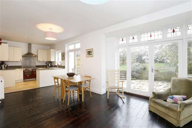 4 Bedrooms Semi Detached House for sale in Ferndene Road, Herne Hill
