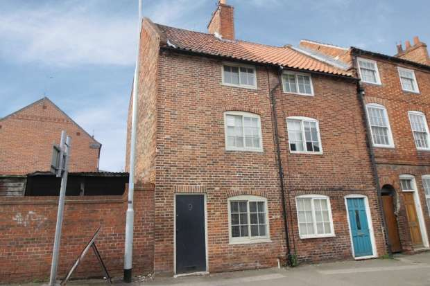 3 Bedrooms Property for sale in North Gate, Newark, Nottinghamshire, NG24 1EX