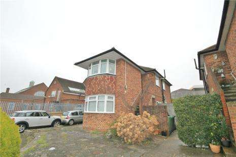 2 Bedrooms Maisonette Flat for sale in Welbeck Close, Epsom