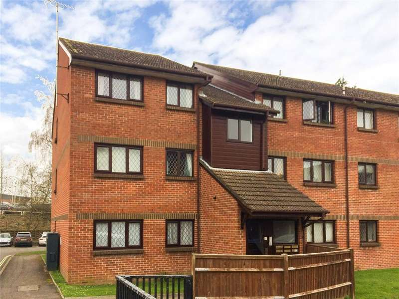 2 Bedrooms Flat for sale in Drum Mead, Petersfield, Hampshire