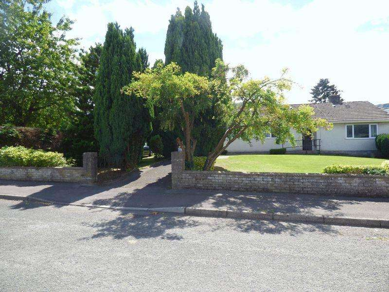 3 Bedrooms Detached Bungalow for sale in Lime Trees Avenue, Crickhowell