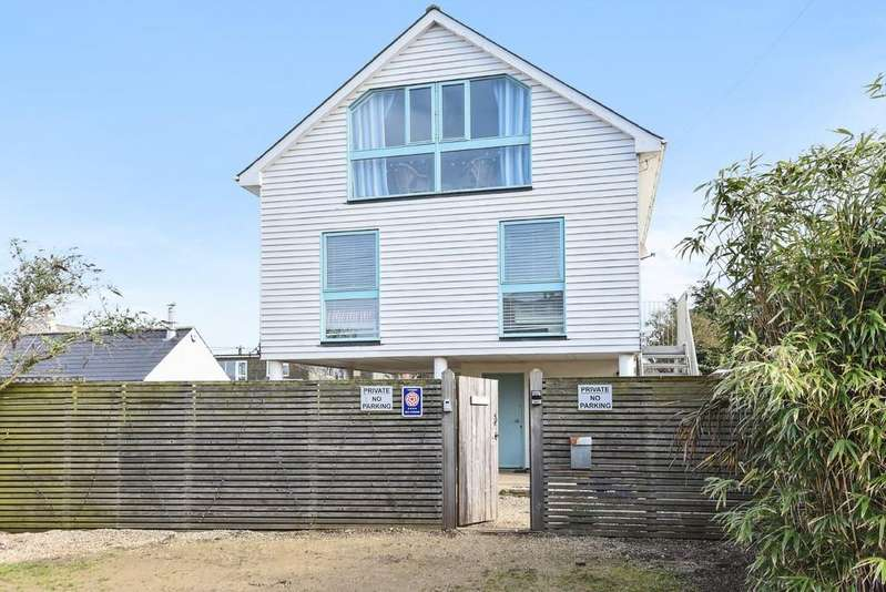 3 Bedrooms Detached House for sale in Sea Road, Camber, East Sussex TN31 7FQ