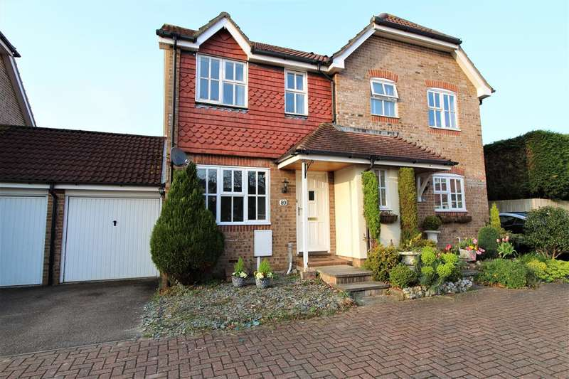 2 Bedrooms Semi Detached House for sale in Ropeland Way, Horsham