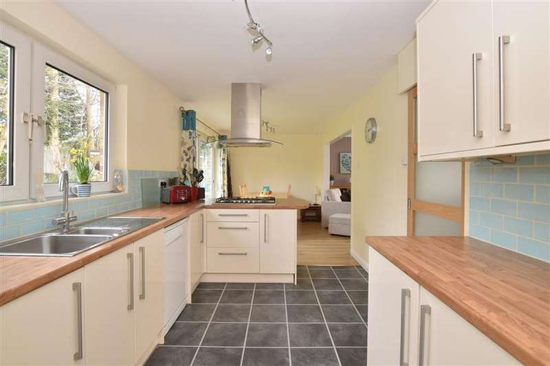 5 Bedrooms Detached House for sale in York Chase, Chichester, West Sussex