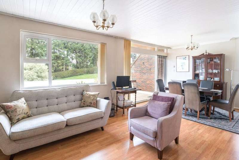 2 Bedrooms Flat for sale in The Meadows, Portsmouth Road, Guildford, Surrey, GU2