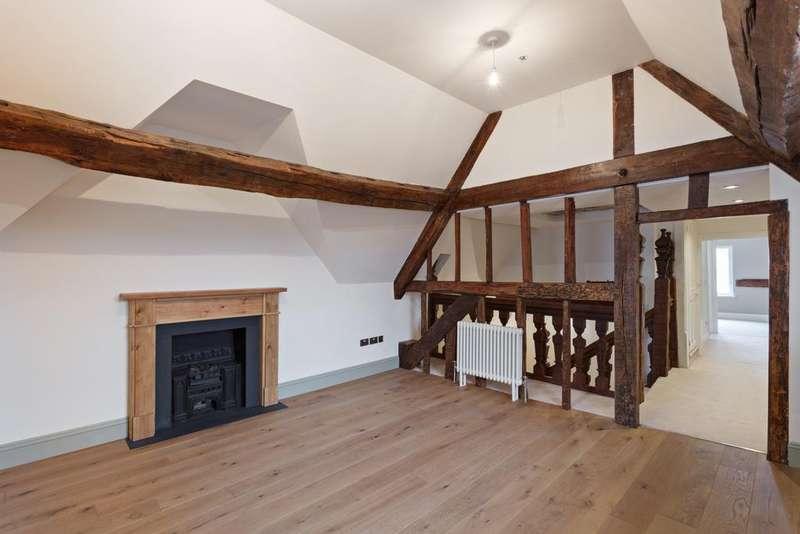 2 Bedrooms Apartment Flat for sale in High Street, Hoddesdon, EN11