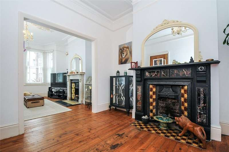 3 Bedrooms Terraced House for sale in Alexandra Road, Worthing, West Sussex, BN11