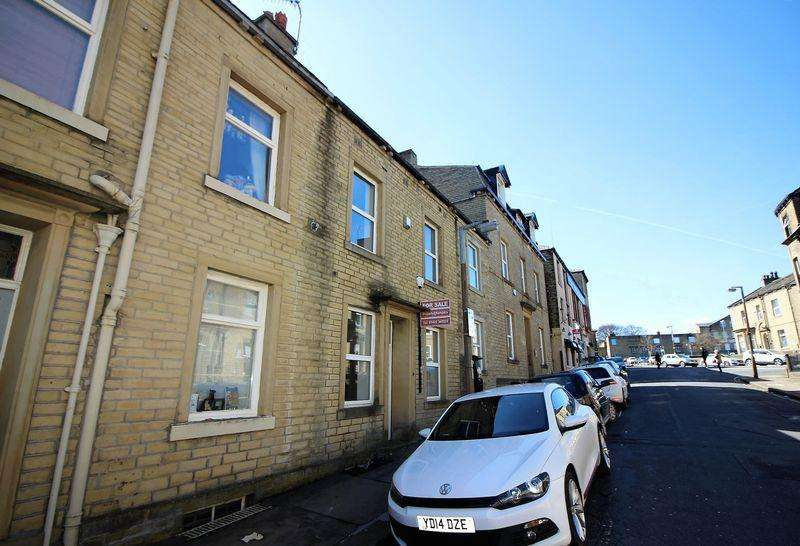 3 Bedrooms Terraced House for sale in Carlton Street, Halifax