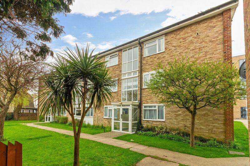 2 Bedrooms Apartment Flat for sale in Durrington Gardens, Worthing