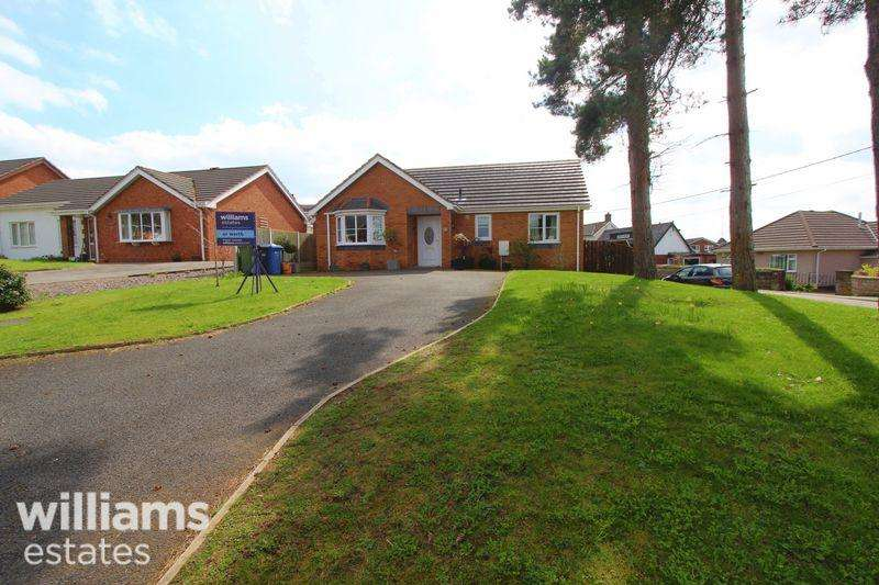 2 Bedrooms Detached Bungalow for sale in Glasfryn, Ruthin