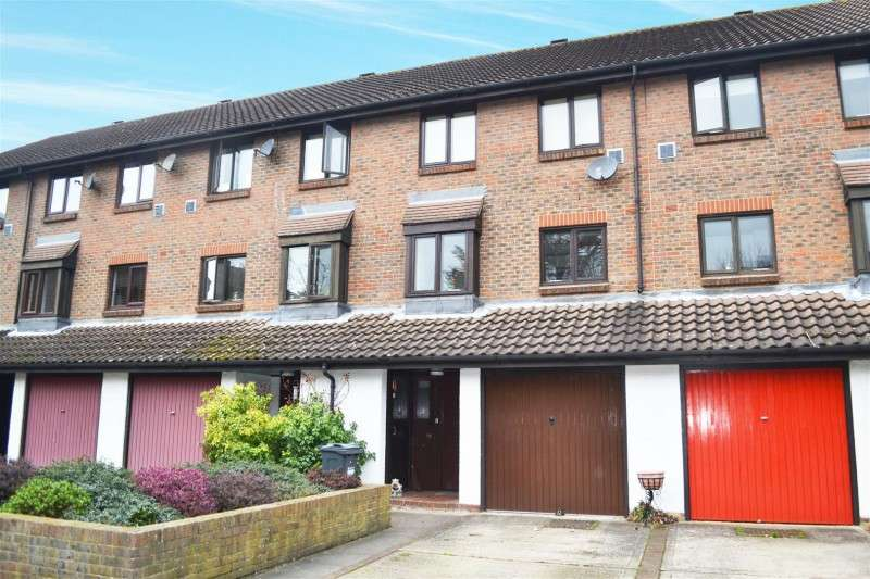 4 Bedrooms Property for sale in Wyke Close, Osterley