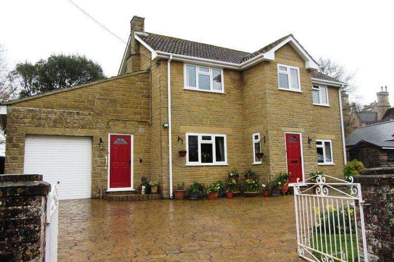 3 Bedrooms Detached House for sale in Moorlands Road, Merriott