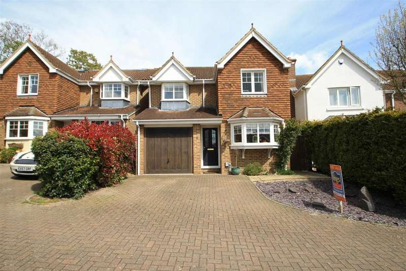 4 Bedrooms Detached House for sale in Hobby Horse Close, West Cheshunt, Herts EN7