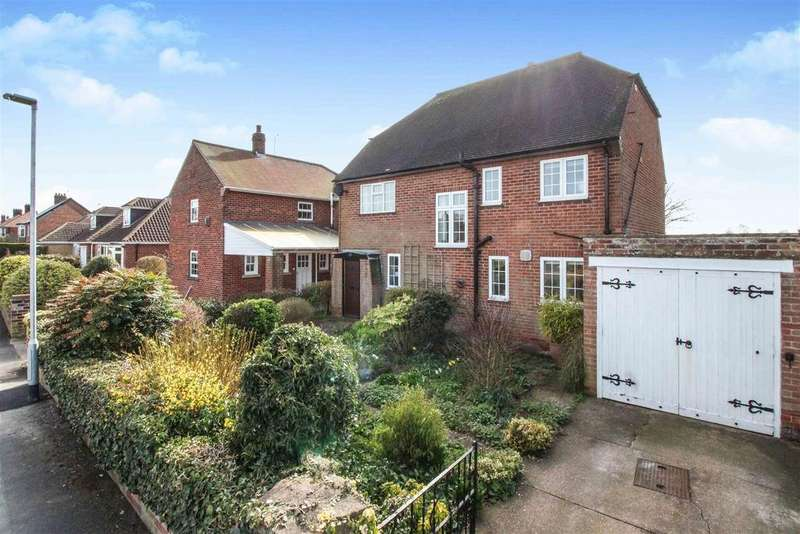 4 Bedrooms Detached House for sale in Spencers Way, Driffield