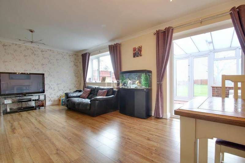 3 Bedrooms Semi Detached House for sale in Eastern Avenue, Queenborough