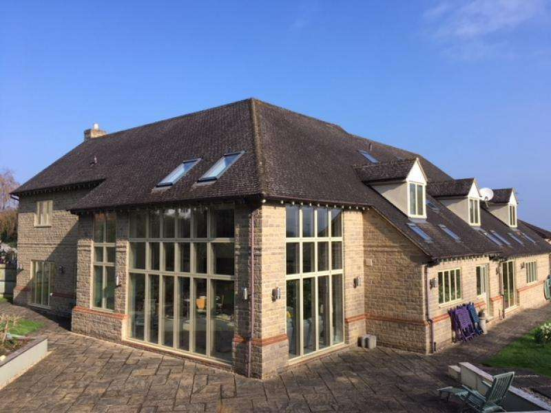 5 Bedrooms Detached House for sale in LECKHAMPTON, GL53