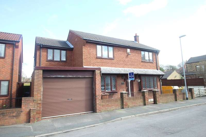 4 Bedrooms Detached House for sale in Kitson Street, Tingley, Wakefield, WF3