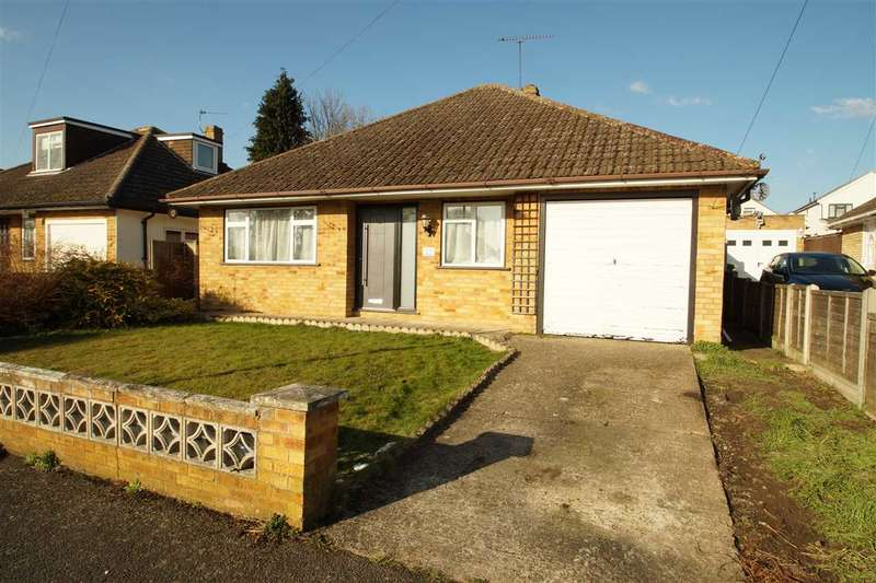 3 Bedrooms Bungalow for sale in Bentley Road, Cippenham, Slough
