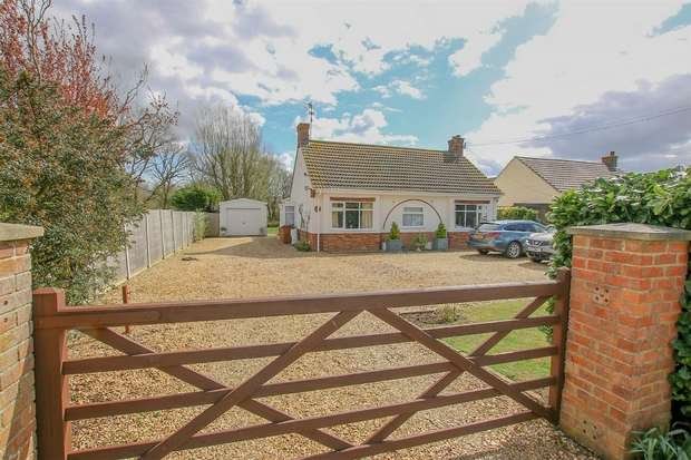 4 Bedrooms Detached Bungalow for sale in 49 Leziate Drove, Pott Row