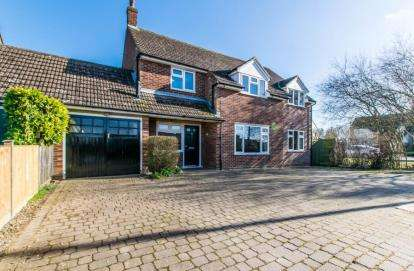 4 Bedrooms Link Detached House for sale in Sewards End, Saffron Walden