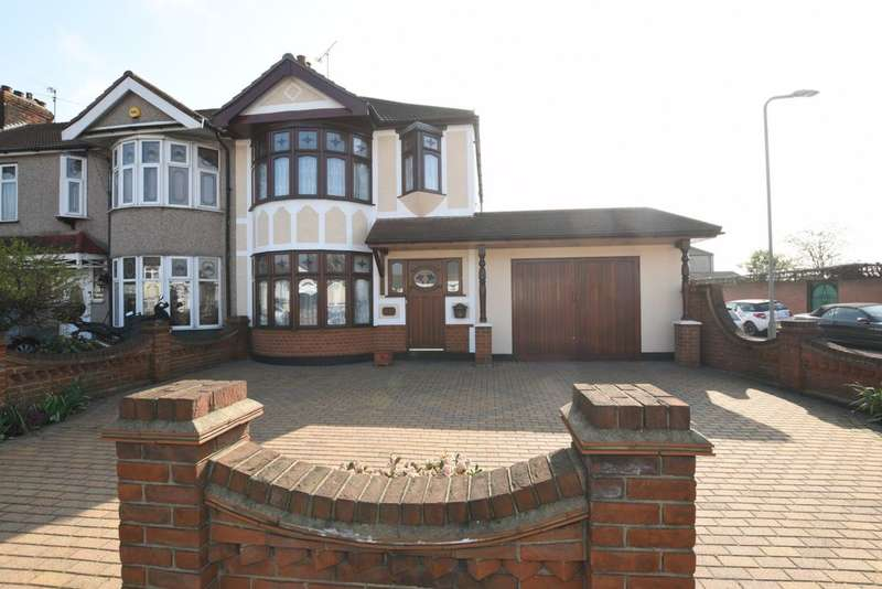 3 Bedrooms House for sale in Abbs Cross Lane, Hornchurch, RM12