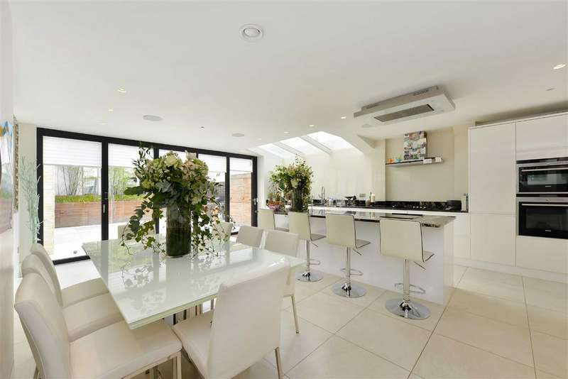 3 Bedrooms Flat for sale in Ainger Road, London, NW3