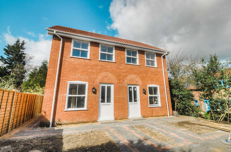 2 Bedrooms Semi Detached House for sale in Long Row, Leiston