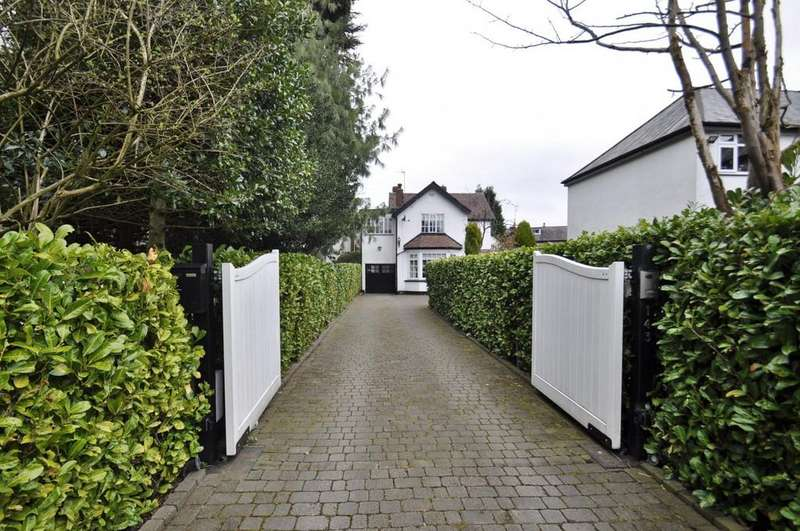 4 Bedrooms Detached House for sale in Acre Lane, Bramhall,
