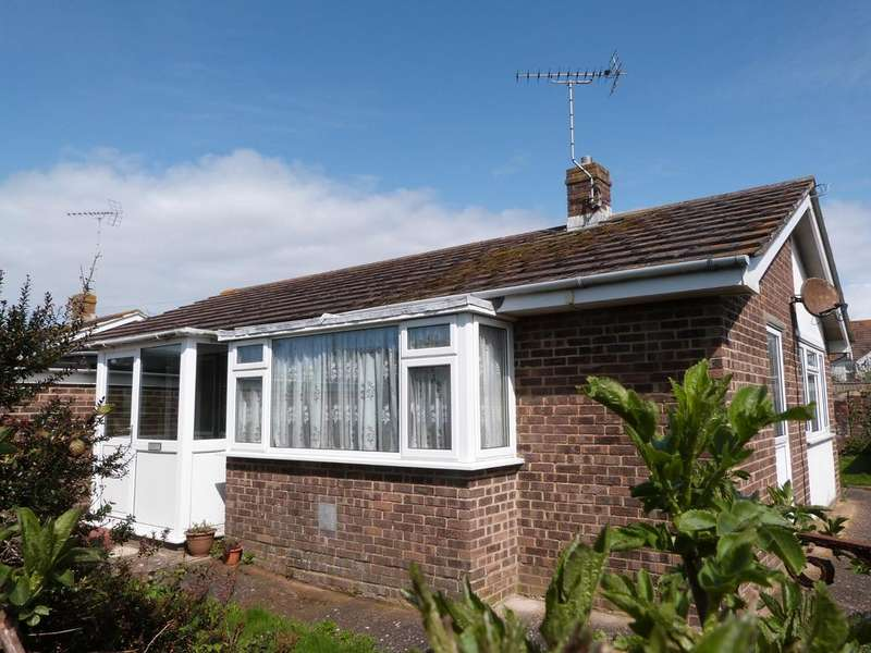 2 Bedrooms Detached Bungalow for sale in Croft Road, Selsey