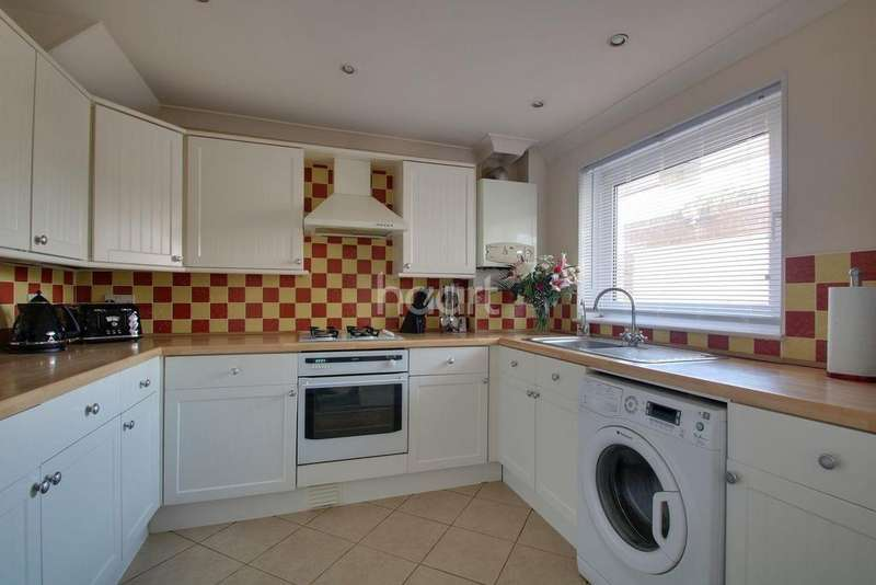 3 Bedrooms Semi Detached House for sale in Scrapsgate Road, Minster