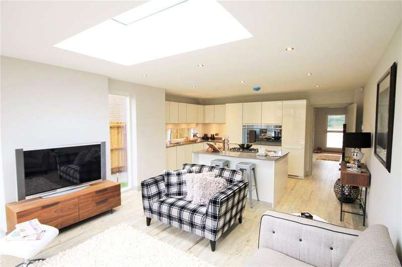 4 Bedrooms Semi Detached House for sale in Vineyard Place, Vinery Road, Cambridge, CB1