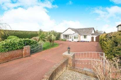 4 Bedrooms Bungalow for sale in Ffordd Ffynnon, Prestatyn, Denbighshire, LL19