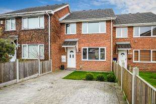 3 Bedrooms Terraced House for sale in Viburnum Close, Ashford, Kent
