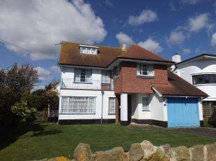 6 Bedrooms Detached House for sale in Southdean Drive, Middleton On Sea