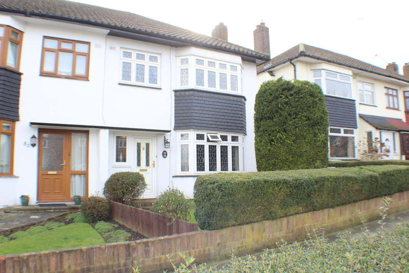 3 Bedrooms Semi Detached House for rent in Avon Road, Upminster