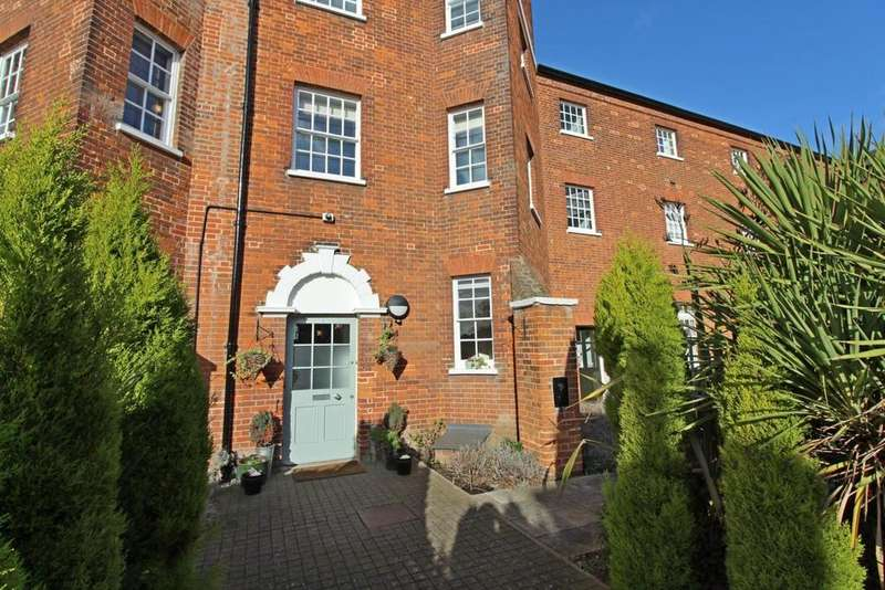 2 Bedrooms Maisonette Flat for sale in Home Bridge Court, Hatfield Road, Witham, Essex, CM8