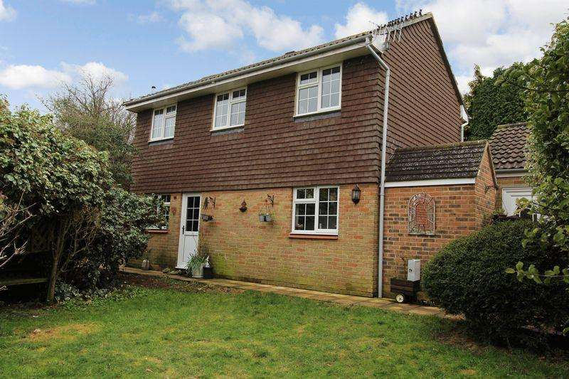 3 Bedrooms Detached House for sale in Locks Meadow, Dormansland