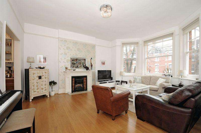 3 Bedrooms Flat for sale in Compayne Gardens, South Hampstead, London